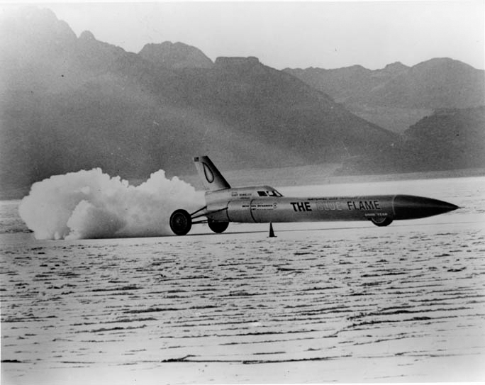 The Blue Flame - w 1970 r. Gary Gabelich osiągnął w tym pojeździe rekordową prędkość 1014 km/h.